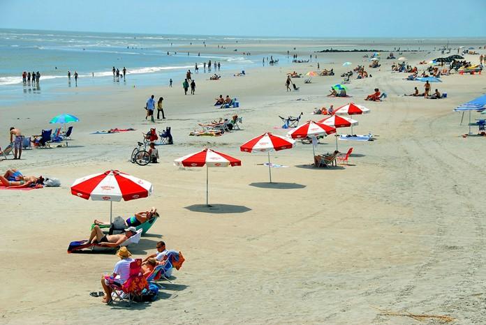 Batum plajında yüzebilir ve Karadeniz'in muhteşem manzarasını seyre doyabilirsiniz.