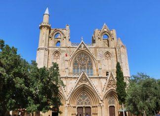 Köklü bir geçmişe sahip olan Gazi Mağusa kumlara gömülü kent anlamına gelen famagusta kelimesinden ismini alıyor.