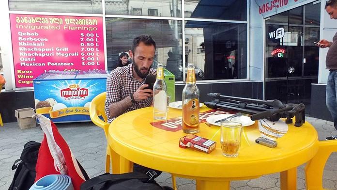 Gürcistan'da uygun fiyatlara kafelerde bir şeyler yeyip içebilirsiniz.