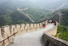 Dünyanın yedi harikasından biri olan Çin Seddi her yıl yüz binlerce yerli ve yabancı turistin ziyaret noktasıdır.