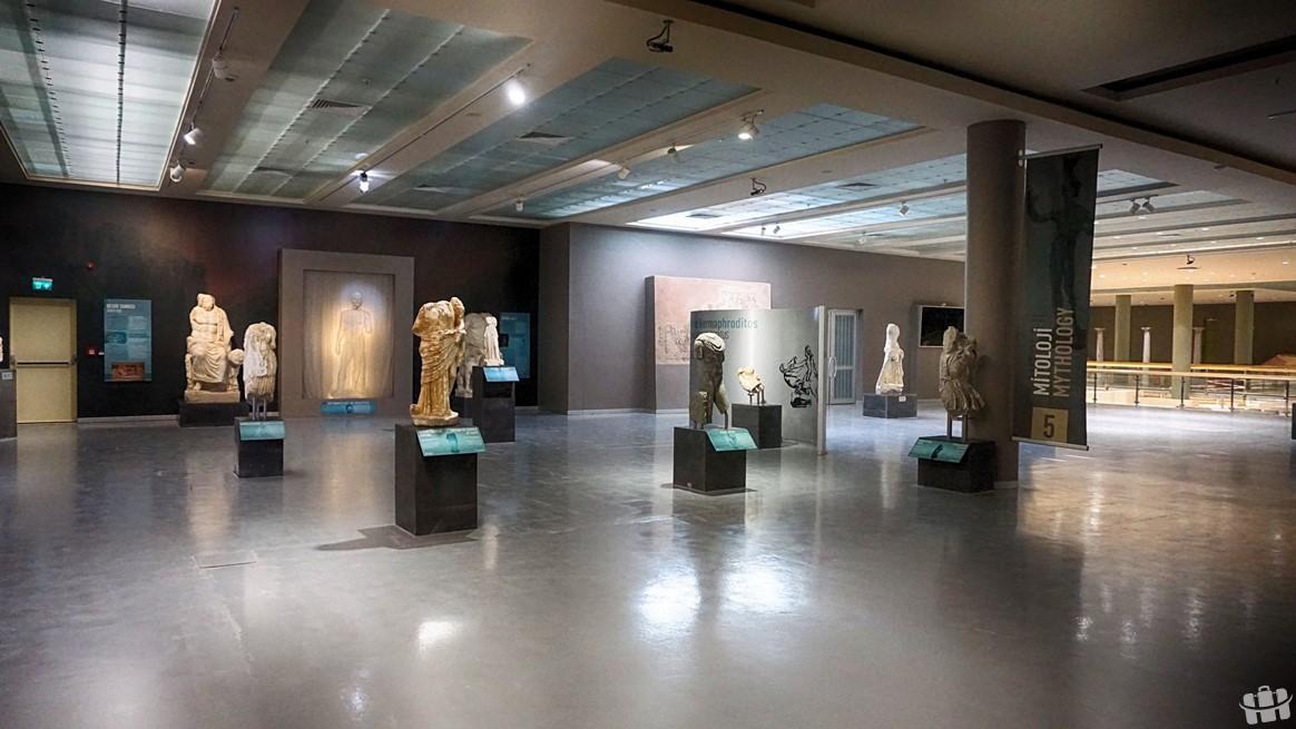 Hatay'da bulunan arkeoloji müzesinde eski tarihlere ait pek çok eser bulunmaktadır.