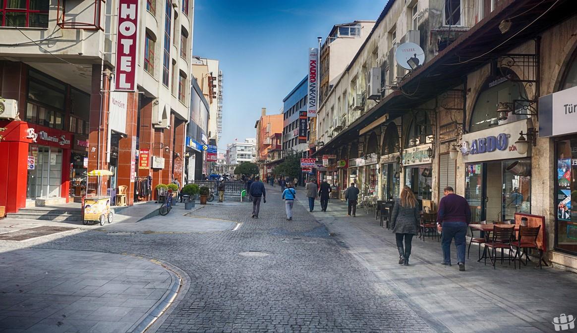 Hatay'da bulunan Saray Caddesi, şehrin ünlü caddelerinden biridir.