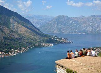 Karadağ'ın kıyı kesimindeki önemli şehirlerinden biridir Kotor.