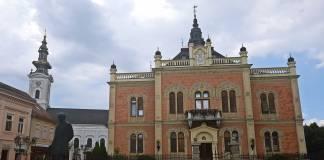 Çoğunluğu Ortodoks Hristiyanı olan şehirlilerin küçük bir azınlığını Müslümanlar oluşturmaktadır.