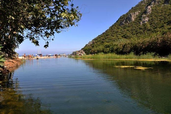 Ağaçtan yapılmış evlerde doğa ile iç içe ve oldukça romantik bir tatil yapma fırsatını Olimpos'ta gerçekleştirebilirsiniz.