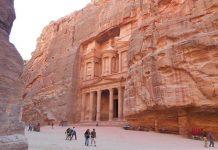 Petra MÖ. 400 ve MS. 106 yılları arasında Nebatiler'e başkentlik yapmış ve bu süreç Roma İmparatorluğunun işgaline kadar devam etmiştir.