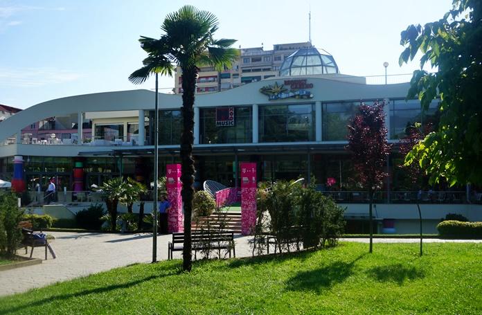 Tiran'da Alışveriş