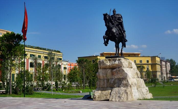 Tiran İskenderbey Meydanı