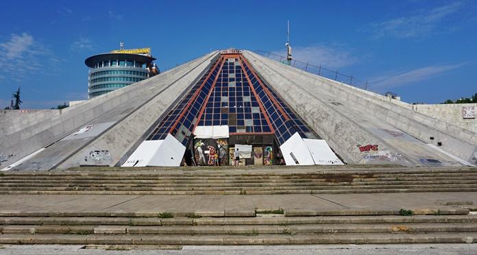 Tiran Piramit Anıtı