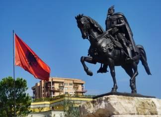 Dünyanın en kolay tatile çıkılabilen şehirleri arasında yer alan Tiran, Balkan gezisi yapmak isteyenlerin mutlaka uğraması gereken destinasyonlardan biridir.