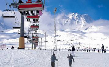 Türkiye'nin en iyi kayak merkezleri arasında yer alan Erciyes kayak pisti kış aktiviteleri için eşsiz bir yerdir.