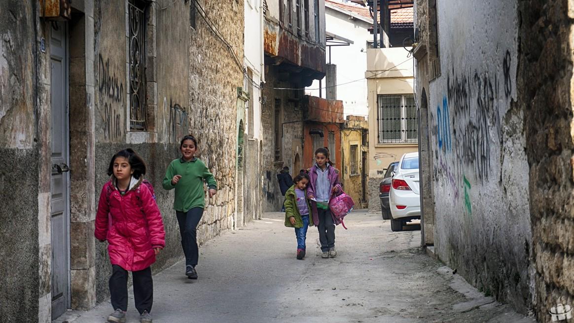 Hatay şehir merkezinden izole olmuş mütevazi hayatların yaşandığı eski Antakya evlerinin olduğu sokak.