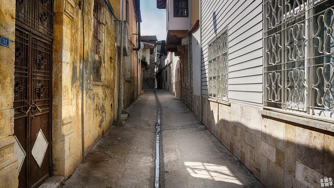 Eski Antakya sokakları dünyanın en dar sokakları olarak biliniyor.