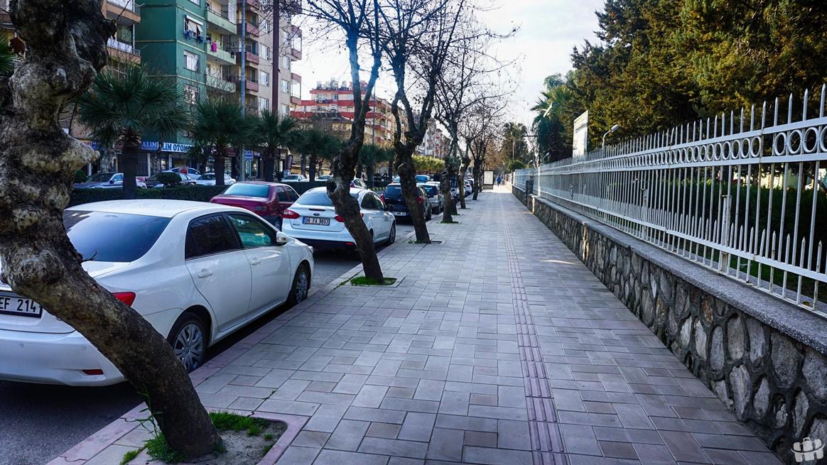 Hatay'da bulunan Atatürk Caddesi, şehrin ünlü caddelerinden biridir.