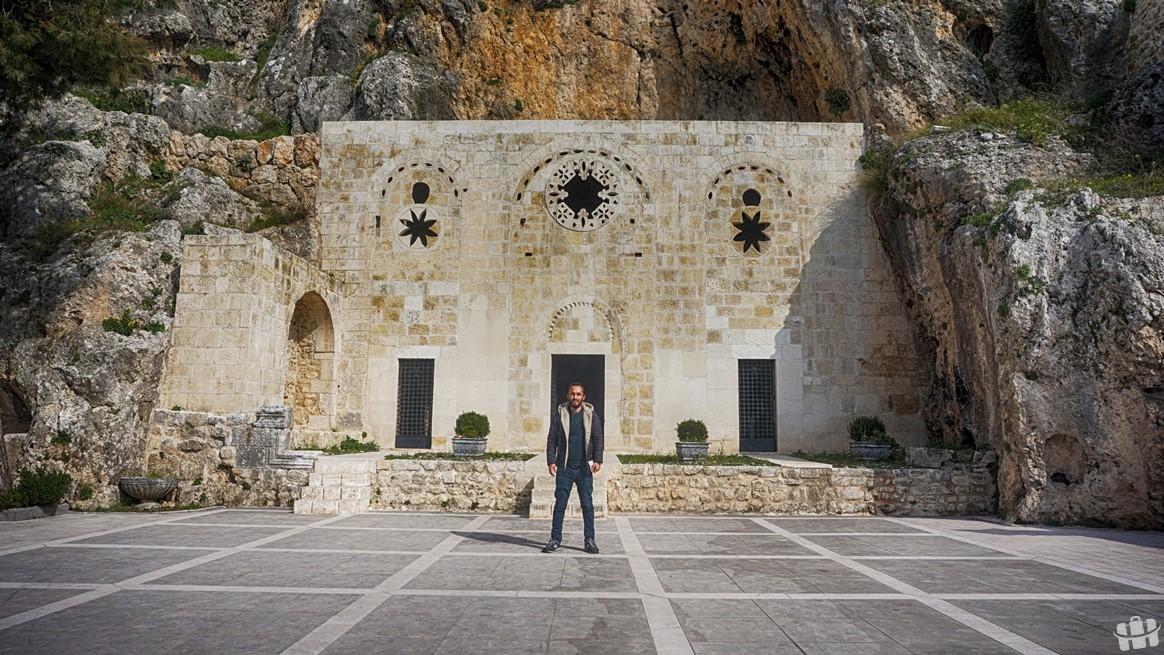 Hatay'da bulunan St. Pierre Kilisesi şehrin en eski ve Hristiyanlığın önemli bir ibadet merkezidir.