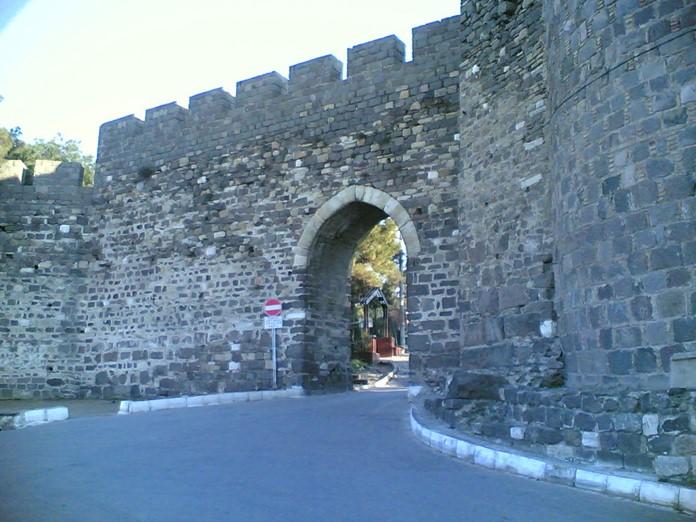 Kadife Kale, İzmir