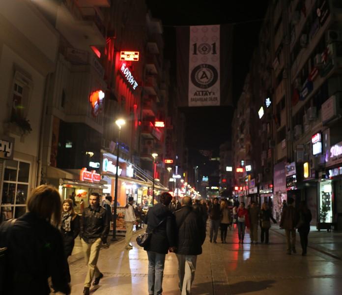 Kıbrıs Şehitleri Caddesi, İzmir