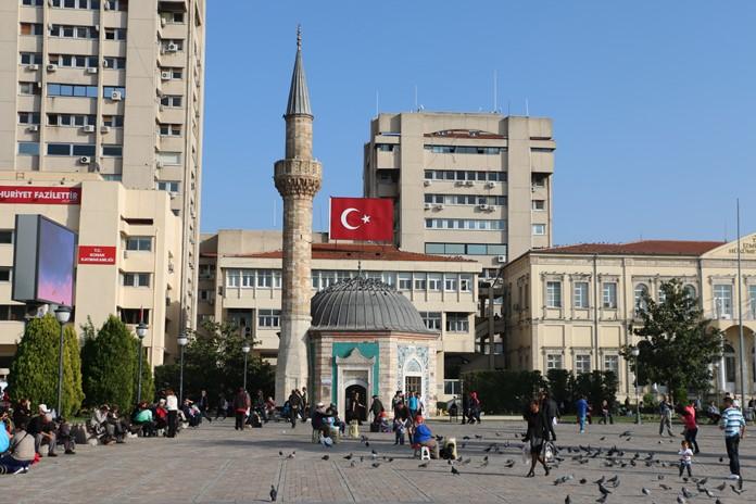 İzmir Konak Camii