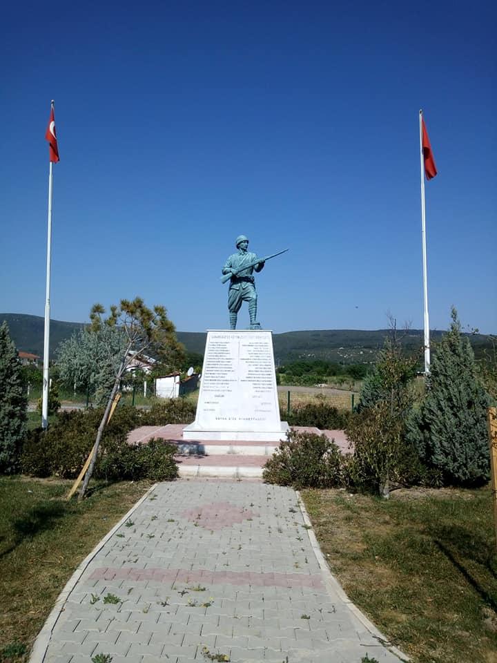 Barbaros Köyü, Mehmetçik Anıtı