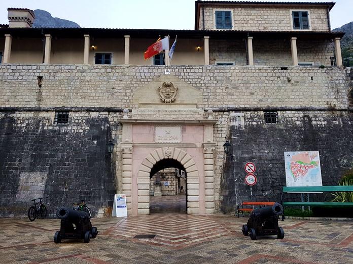 Kotor Old Town Girişi