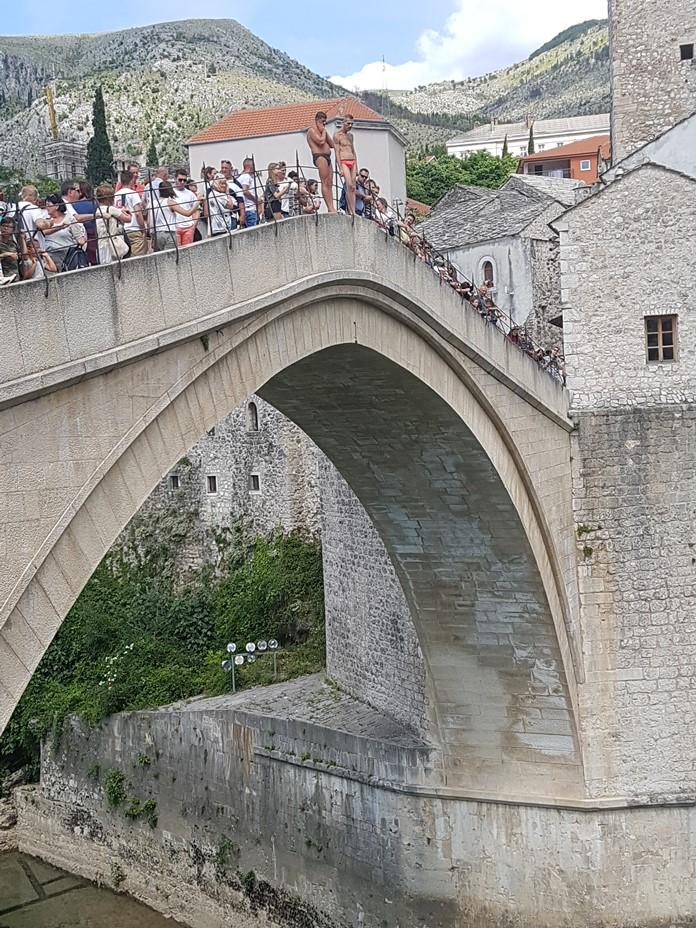 Mostar Köprüsü'nden Atlama