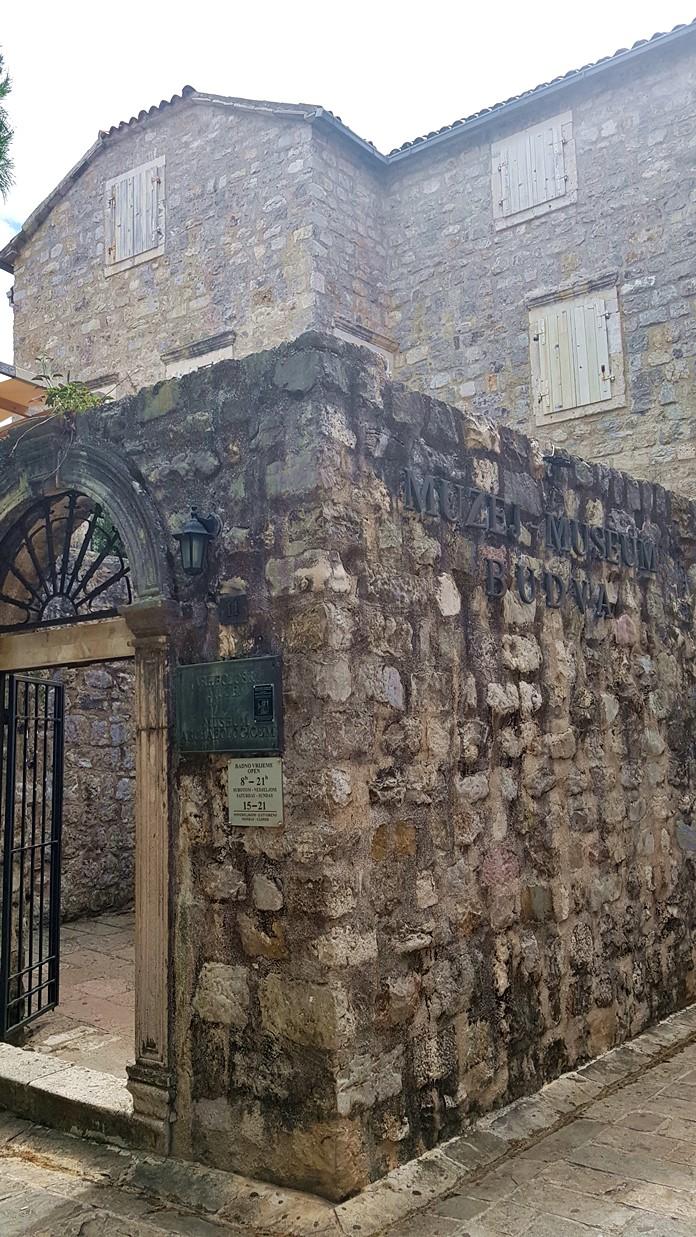 Budva Arkeoloji ve Etnografya Müzesi
