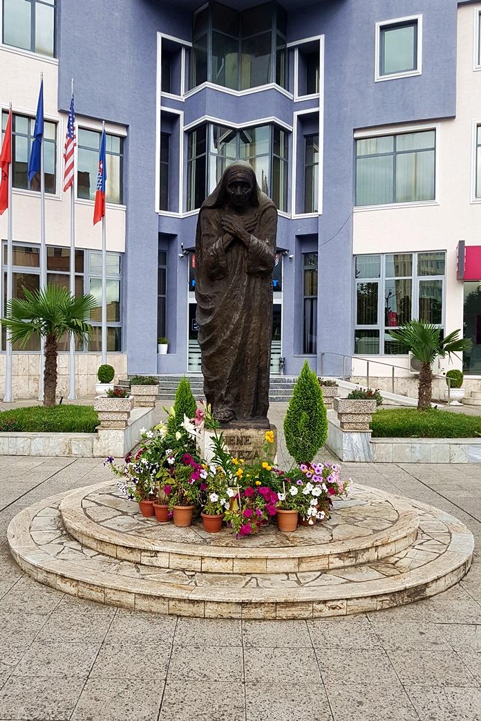 Nene Teresa Anıt Heykeli, İşkodra
