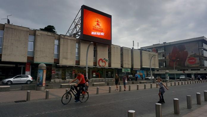 Podgorica'da Bisikletli Bir Aile