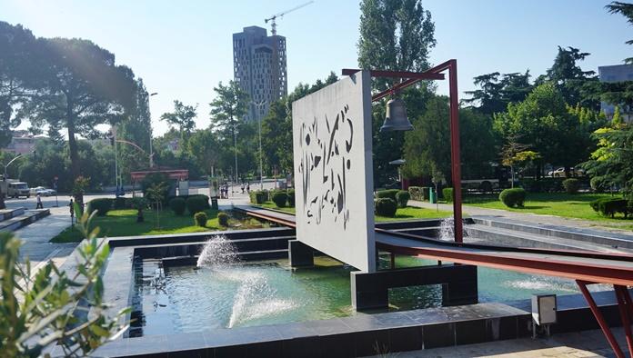 Barış Çanı, Tiran
