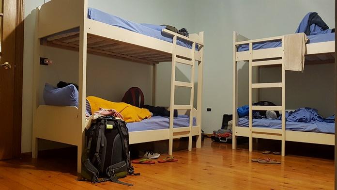 Vertigo Hostel, Tiran