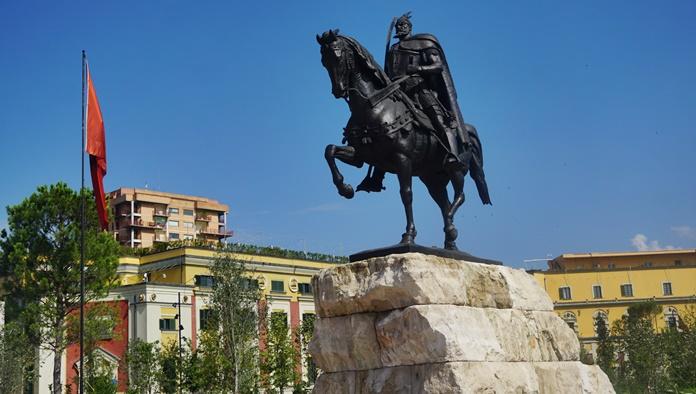 İskenderbey Anıt Heykeli, Tiran
