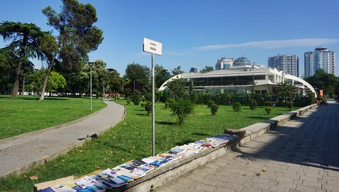 Rinia Park, Tiran