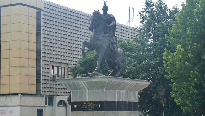 İskenderbey Meydanı, Priştine
