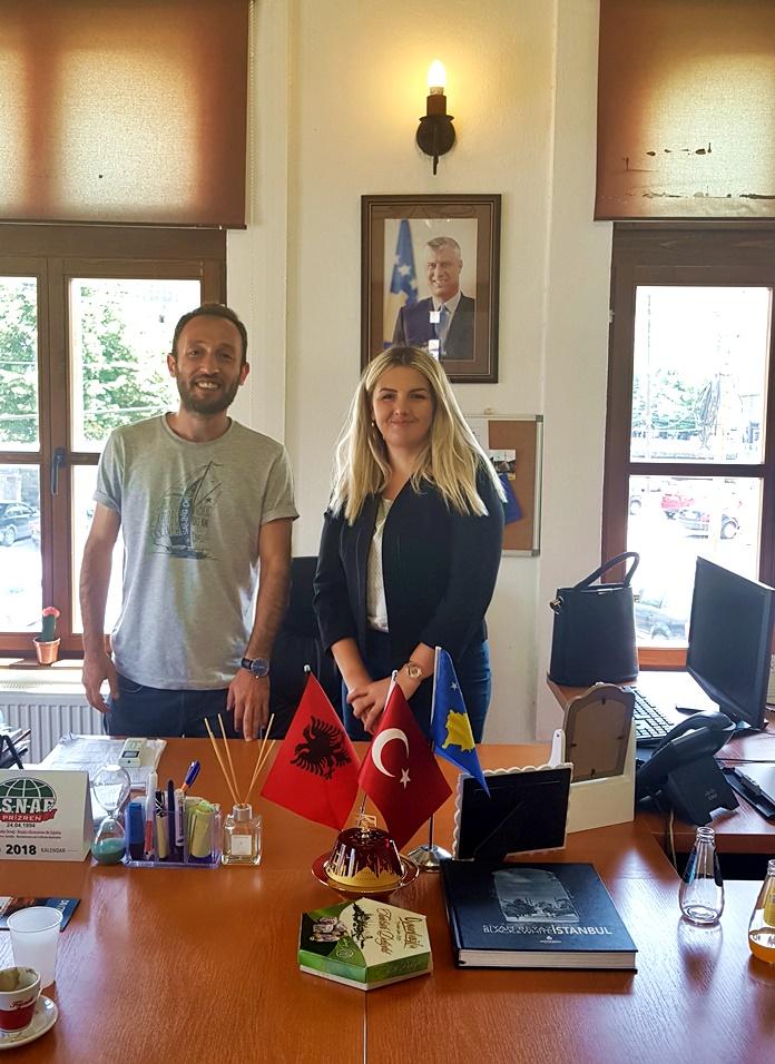 Prizren Belediyesi Turizm ve Ekonomi Kalkınma Müdürü Sn. Sevil Liman Kazaz ile birlikte.