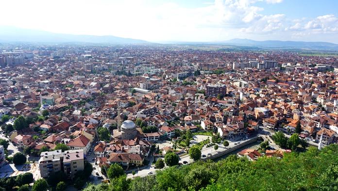 Prizren Kalesi'nden kent manzarası.